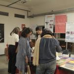"""Stand dos livros da coleção """"Universidade das crianças"""" da Editora UFMG."""
