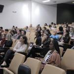 Público assiste às conferências do segundo dia